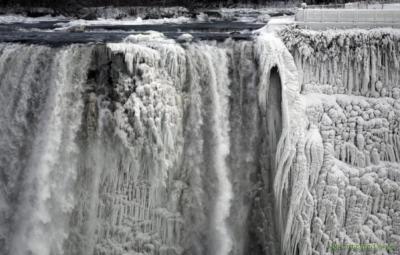 Ниагарский водопад частично замёрз